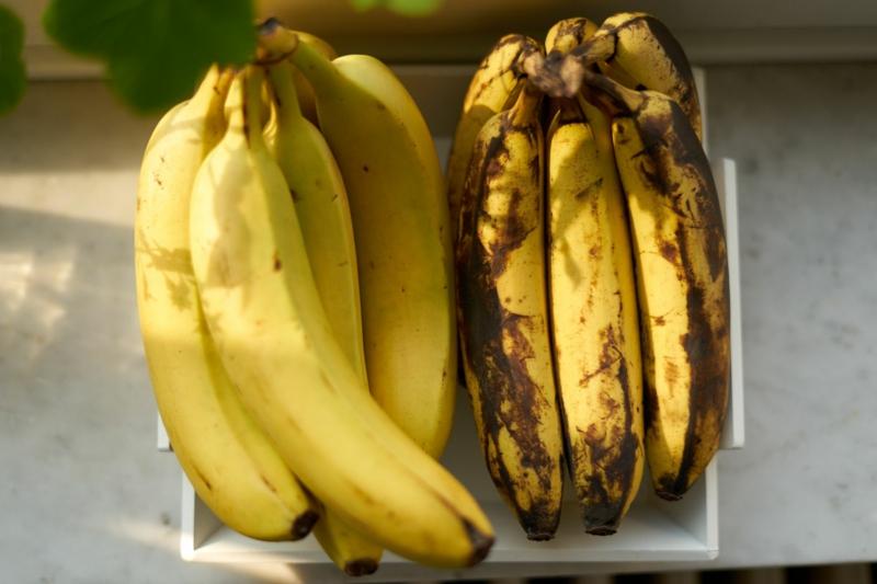 shoe shining skin smoothing uses overripe bananas 4852012 05 eda50bac665e47d0b1df0382d4522583
