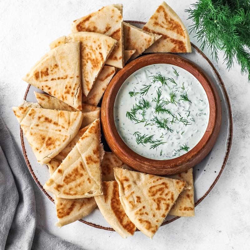 tzatziki selber machen pita brot soße mit joghurt und kräutern